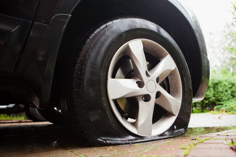 Vad ska man göra om man får punktering på bilen?